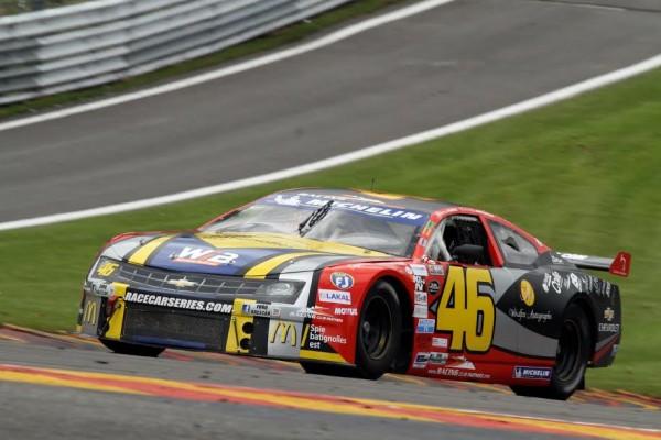 Nathalie-Maillet-en-action-sur-la-piste-de-Spa-dans-la-série-NASCAR-WHELLEN-©-Manfred-GIET