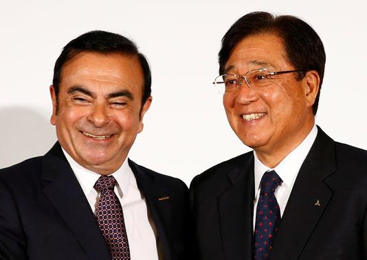 RENAULT-MITSUBISHI-Carlos-Ghosn-le-PDG-de-Nissan-et-Osamu-Masuko-le-président-du-conseil.