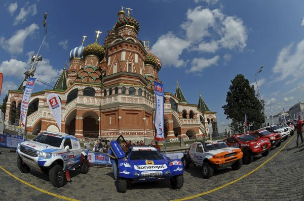 MOTORSPORT - DAKAR SERIES 2012 - SILK WAY RALLY (RUS) - MOSCOW TO SOCHI - 07 TO 13/07/2012 - PHOTO : ERIC VARGIOLU / DPPI - ALVAREZ - TOYOTA - AMBIANCE PORTRAIT SCHLESSER - SONANGOL SCHLESSER - AMBIANCE PORTRAIT DEPART KREMLIN