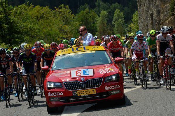 SKODA-de-la-direction-du-TOUR-DE-FRANCE-Cycliste-avec-les-invités-de-CHRISTIAN-PRUDHOMME