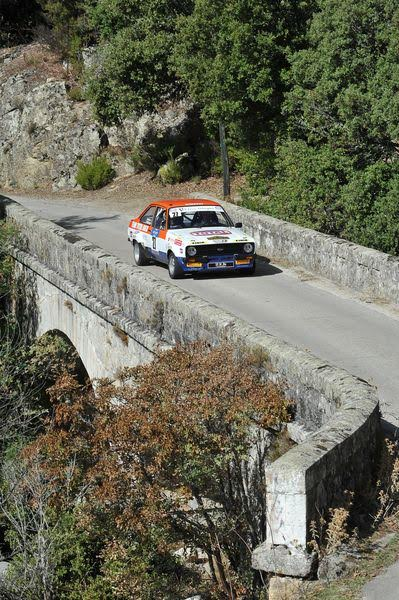 TOUR-de-CORSE-HISTORIQUE-2015-La-FORD-ESCORT-RS-2000-de-FRANCOIS-FOULON-et-AARNAUD-DUBOIS-Photo-FRANCOIS-HAASE