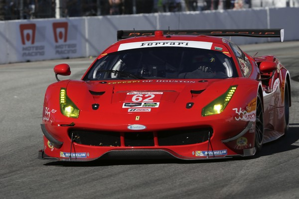 WEATHER-IMSA-2016-LONG-BEACH-La-FERRARI-F488-du-RISI-Competizione