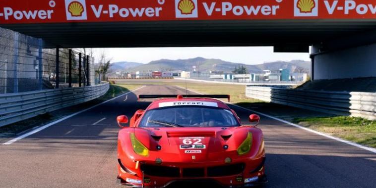 WEATHER USCC 2016 - La Ferrari 488 GTLM  du RISI Competizione en test sur la piste de FIORANO en Italie