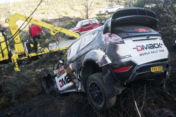 WRC-2016-PORTUGAL-La-sortie-de-route-de-la-FORD-FIESTA-d-OTT-TANAK.