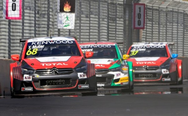 WTCC-2016-MARRAKECH-Les-pilotes-CITROEN-lors-de-la-session-di-MAC-3.