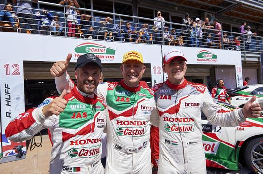 WTCC-2016-MARRAKECH-Les-trois-pilotes-des-HONDA-CIVIC.jpg 8 mai 2016