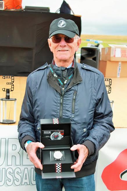 24 H JPJ-Jean Pierre JAUSSAUD présente la montre BRM a gagner par tirage au sort.-Photo Emmanuel LEROUX.