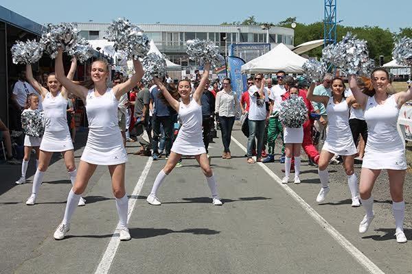 24-HEURES-KARTING-Jean-Pierre-JAUSSAUD-Mer-6-et-7-juin-Equipe-Les-Pom-poms-girls-Photo-Emmanuel-LEROUX.