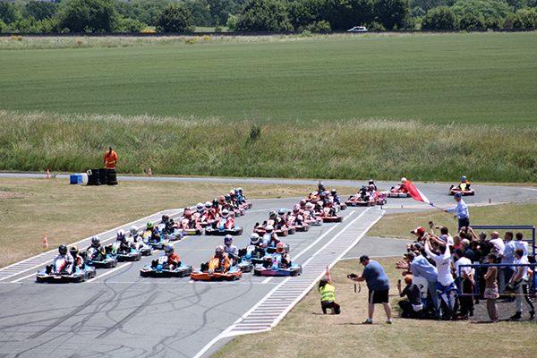 24-HEURES-KARTING-Jean-Pierre-JAUSSAUD-Mer-6-et-7-juin-jEAN-Pierre-JAUSSAUD-donne-le-depart-samedi-à-14-Heures-Photo-Emmanuel-LEROUX
