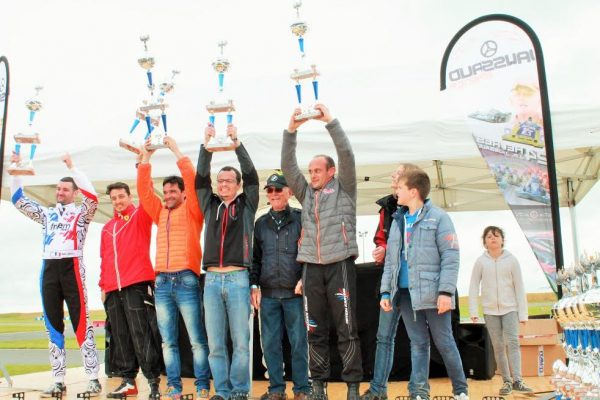24-HEURES-Karting-JPJAUSSAUD-Podium-categorie-GT-Photo-Emmanuel-LEROUX.