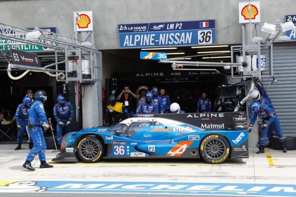 24-HEURES-du-MANS-2016-ALPINE-A-460N°36-arret-au-stand-Photo-Thierry-COULIBALY