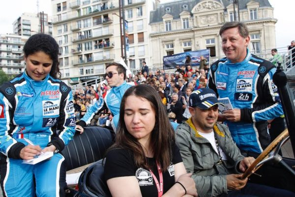 24 HEURES du MANS 2016 - L'équipe de la MORGAN PEGASUS d' Ines TAITTINGER Léo ROUSSEL et Rémi STRIEBIG lors de la grande parade vendredi 17 juin - Photo Thierry COULIBALY