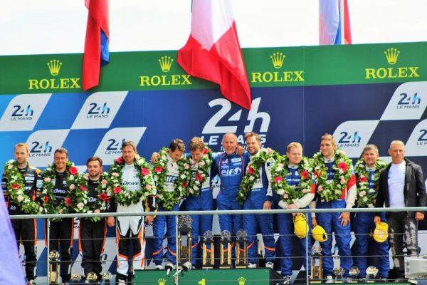 24 HEURES du MANS 2016 - Les pilotes de l'ALPINE A 460 N°36 sur la plus haute matche du podium LMP2- Photo Emmanuel LEROUX