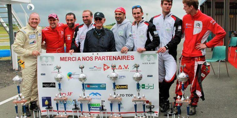 24-Heures-Karting-JPJAUSSAUD-Léquipe-des-vainqueurs-Photo-Emmanuel-LEROUX.j