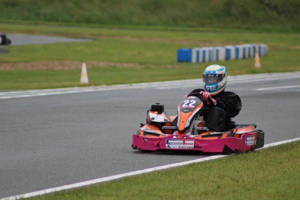 24 HEURES Karting JPJAUSSAUD-Le vainqueur sous le drapeau à damiers-Photo Emmanuel LEROUX
