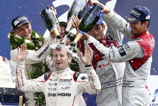 24B GHEURES du MANS 2016 - Romain Dumas - Marc Lieb et Neel Jani ' Douche au champagne.