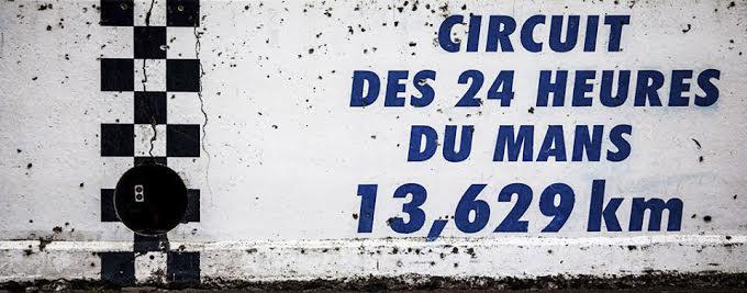 CIRCUIT-DES-24-HEURES-DU-MANS-La-ligne-de-départ-et-arrivée. Photo Thierry COULIBALY
