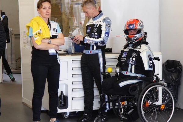 Essais-24-HEURES-du-Mans-2016-Stand-de-la-MORGAN-Equipe-SRT-41-avec-Jean-Bernard-BOUVET-et-Frederic-SAUSSET-Photo-Thierry-COULIBALY