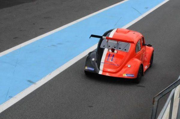 FUNCUP-12-H-de-Magny-Cours-2016-La-71-voiture-de-pointe-pour-cette-course-chez-ZOSH-Photo-Daniel-NAULY.
