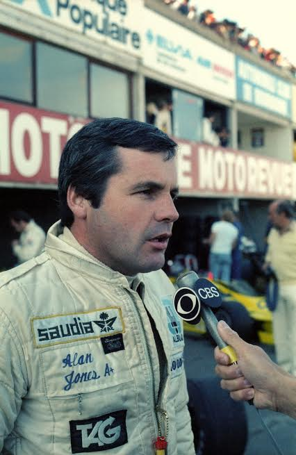 HEAD-Alan-JONES-1er-champion-du-monde-sous-les-couleurs-Williams-en-1980-©-Manfred-GIET.
