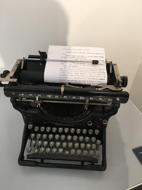 MUSEE-DE-LA-GENDARMERIE-ET-DU-CINEMA-DE-SAINT-TROPEZ-La-machine-à-écrire-des-gendarmes