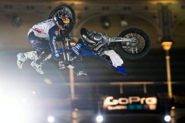 RED-BULL-X-FIGHTER-2016-MADRID-Tom-Pagès-en-plein-Bike-Flip-Predrag-Vuckovic-Red-Bull-Content-Pool-