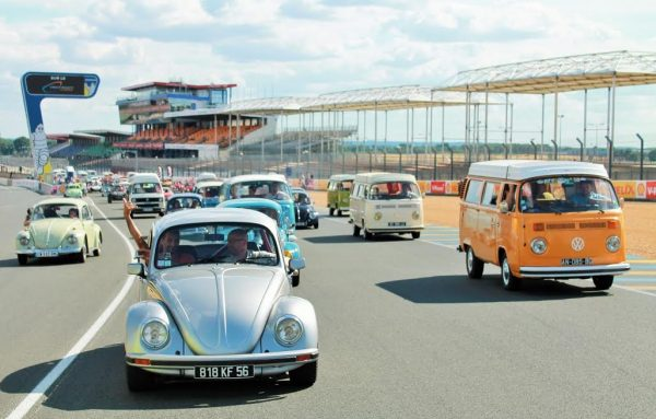 Super VW Fest 2015 -Toujours un grand moment de ce week end exceptionnel la parade sur le circuit - Photo Emmanuel LEROUX.