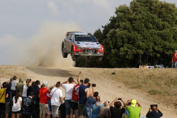 WRC-2016-SARDAIGNE-La-HYNUDAI-o-20WRC-de-NEUVILLE.