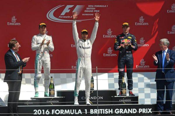 F1-2016-BRITISH-GP-Le-podium-avec-HAMILTON-1er-devant-ROSBERG-et-VERSTAPPEN-le-10-juillet