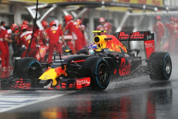 F1-2016-BUDAPEST-La-RED-BULL-RENAULT-de-MAX-VERSTAPPEN.