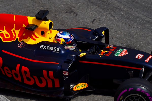 F1-2016-BUDAPEST-la-RED-BULL-de-DANIEL-RICCIARDO.