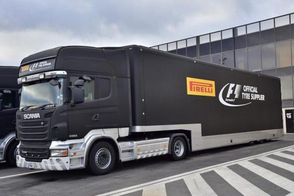 F1-2016-PAUL-RICARD-Essai-Pneumatiques-PIRELLI-Les-camions-transportant-les-pneus-mardi-26-Janvier-Photo-Max-MALKA-