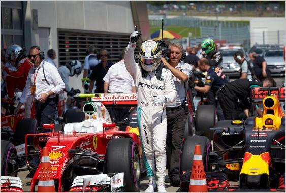 F1-2016-RED-BULL-RING-La-joie-de-LEWIS-HAMILTON-en-ple-du-GRAND-PRIX-D'AUTRICHE