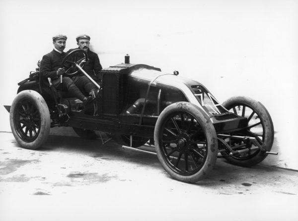 F1 - En 1906, Renault et sa révolutionnaire Type AK confiée à Ferenc Szisz ont remporté au Mans le tout premier GP