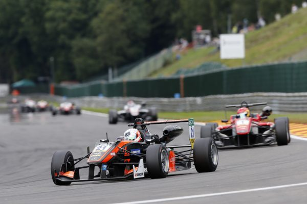 F3-2016-SPA-ANTHOINE-HUBERT-brillant-second-de-la-3éme-course-devant-le-leader-du-Championnat-LANCE-STROLL