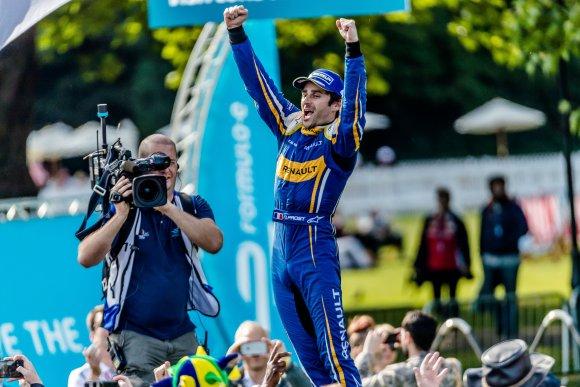 FORMULA-E-2015-2016-GP-de-LONDRES-le-podium-avec-Nicolas-PROST.