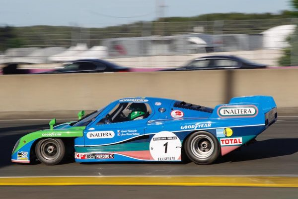 LE-MANS-CLASSIC-2016-INALTERA-pilotee-par-HENRI-PESCAROLO-Photo-Thierry-COULIBALY
