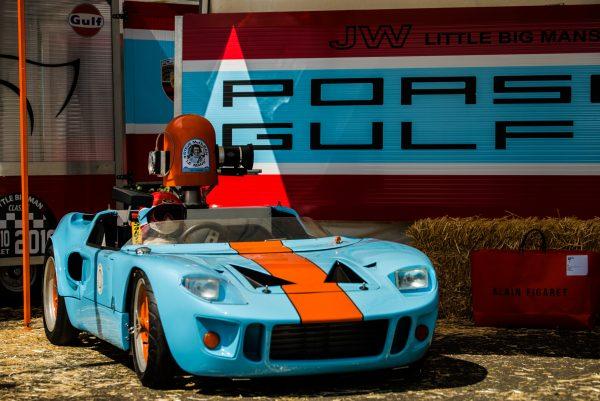 LE MANS CLASSIC 2016 - L'un des concurrents de LITTLE BIG MANS avec une sensationnelle réplique de la FORD GT 40 GULF.