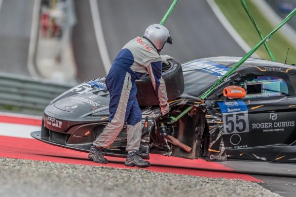 MICHELIN CUP GT3 la McLAREN apres son crash.