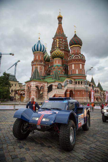 SILK-WAY-2016-Le-buggy-SMG-2-WD-avant-le-départ-a-MOSCOU.