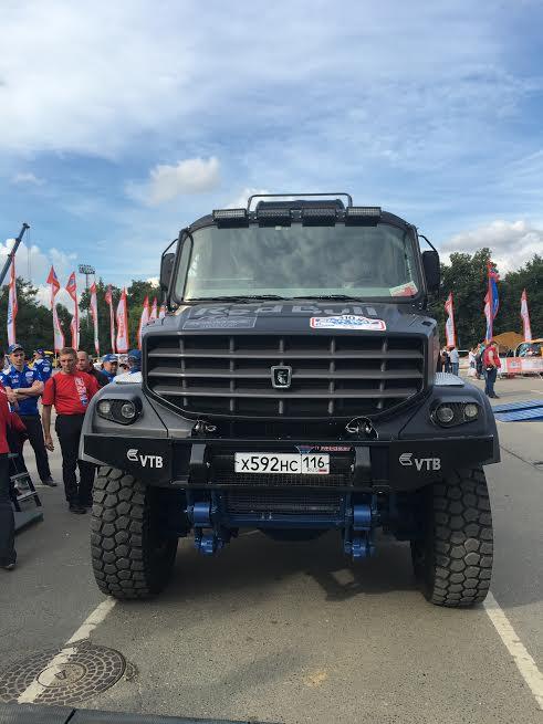SILK-WAY-2016-MOSCOU-Le-nouveau-KAMAZ-Moteur-Caterpillar-de-980-CV-125-litres-