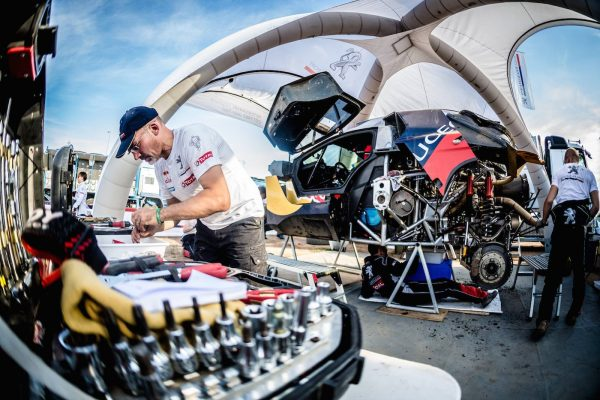 SILK WAY RALLY 2016 -ASSISTANCE Equipe PEUGEOT