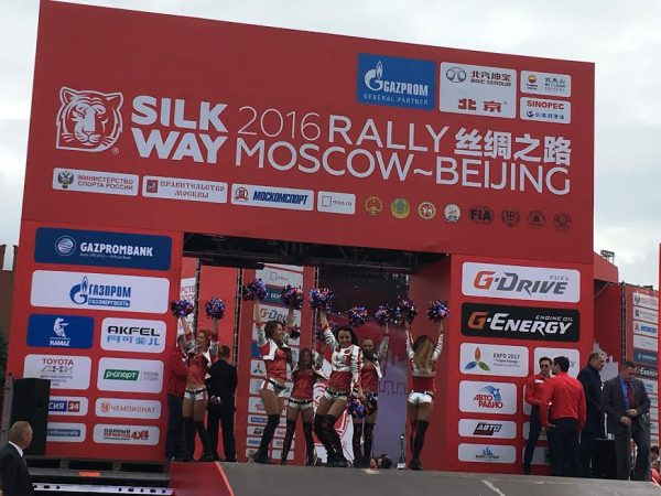 SILK WAY RALLY 2016 - Animations en tous genres avant le depart sur le podium de la place ROUGE