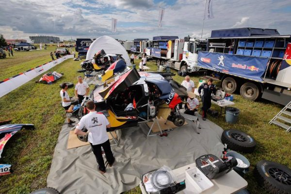 SILK-WAY-RALLY-2016-Assistance-equipe-PEUGEOT
