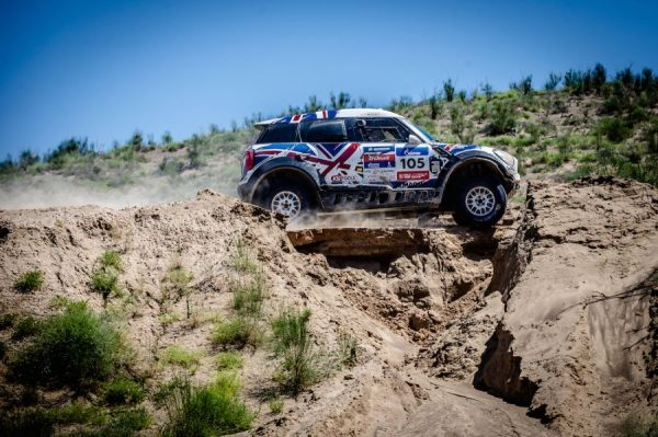 SILK WAY RALLY 2016 La MINI de HARRY HUNT et ANDREAS SCHULZ.