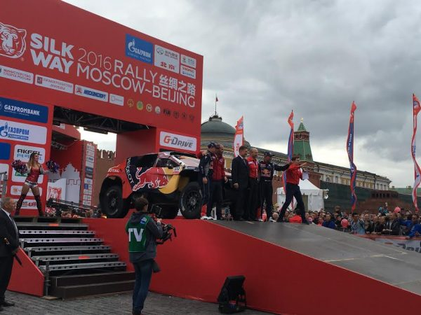 SILK WAY RALLY 2016-La PEUGEOT 2008-DKT 1ére sur le podium place Rouge a Moscou