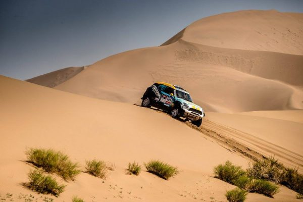 SILK-WAY-RALLY-2016-Le-MINI-N°109-de-ISABAYEV-entre-ALASHAN-et-WUHAI