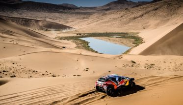 SILK-WAY-RALLY-2016-Le-PEUGEOT-2008-DKR-N°100-de-PETERHANSEL-COTTRET-entre-ALASHAN-et-WUHAI