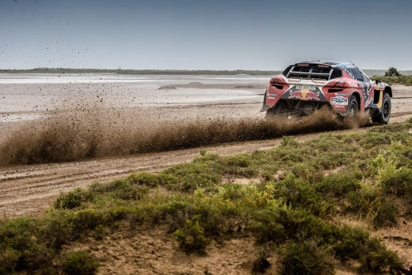 SILK-WAY-RALLY-2016-Le-PEUGEOT-2008-DKR-de-PETERHANSEL-COTTRET