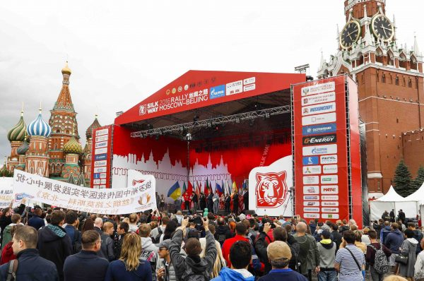 SILK WAY RALLY 2016 - Le depart vendredi 8 juillet de la PLACE ROUGE devant le KREMLIN